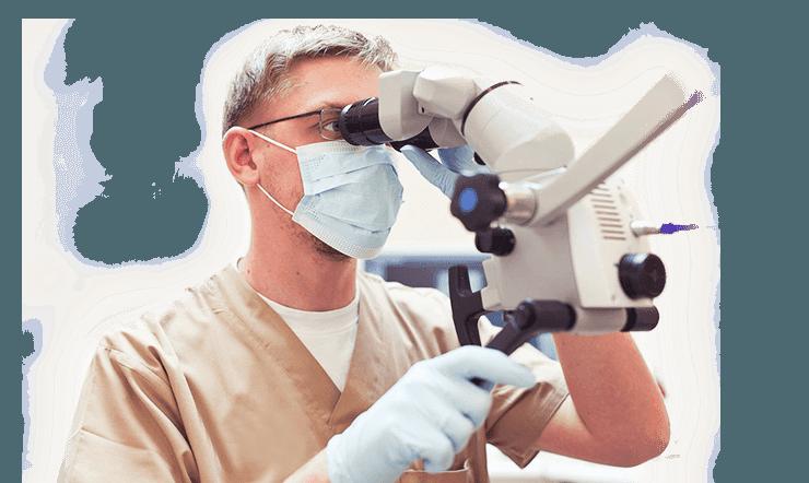 Врач эндодотнолог в Краснодаре при лечении каналов зуба